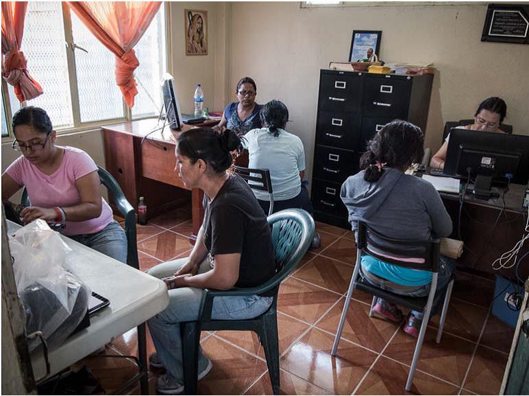 Registro de mujeres que llegan al albergue. / Scouts Extremadura